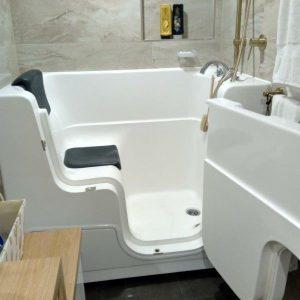 Walk-in-bath-Access-open